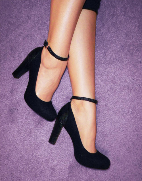 Franco-Sarto-Black-Pumps-with-Ankle-Straps
